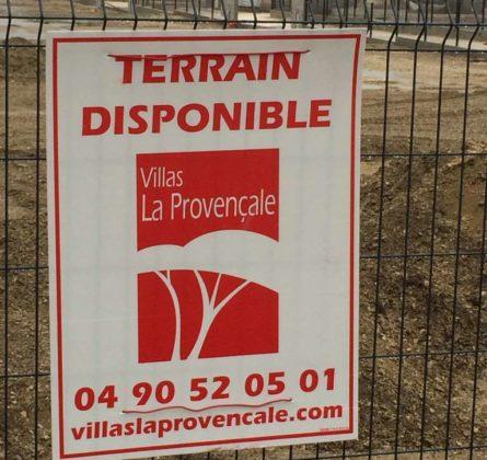 TERRAIN CONSTRUCTIBLE A REDESSAN 30129 - constrcuteur de maison - Villas la Provençale