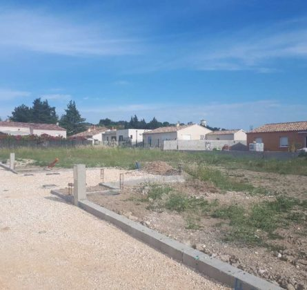 terrain a batir a TAVEL - constrcuteur de maison - Villas la Provençale